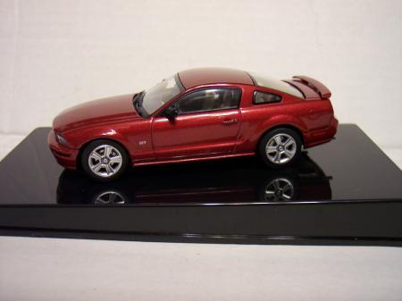 74110 Ford Mustang GT 2005 (Red Fire) 143 Scale