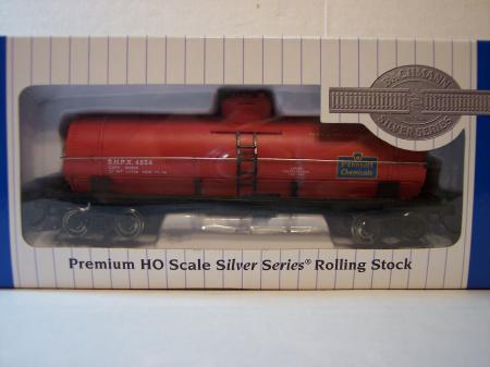 BAC1Bachmann HO 40 Single Dome Tank Cars Pennsalt (Red) HO Scale