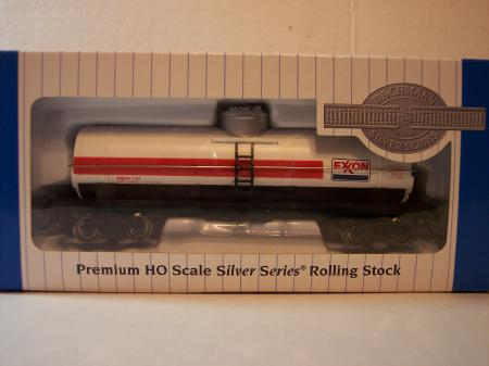 BAC17838 Bachmnn HO 40 Single Dome Tank Car Exxon HO Scale