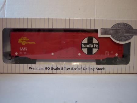 BAC 18002 50 Plug Door Box Cars Santa Fe (Red) HO Scale