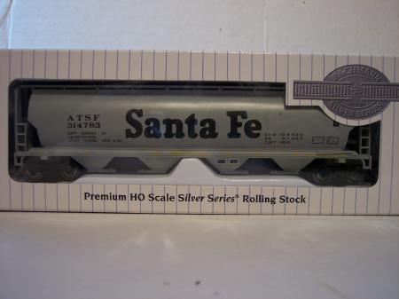 BAC19102 Canadian Grain Hopper Santa Fe HO Scale