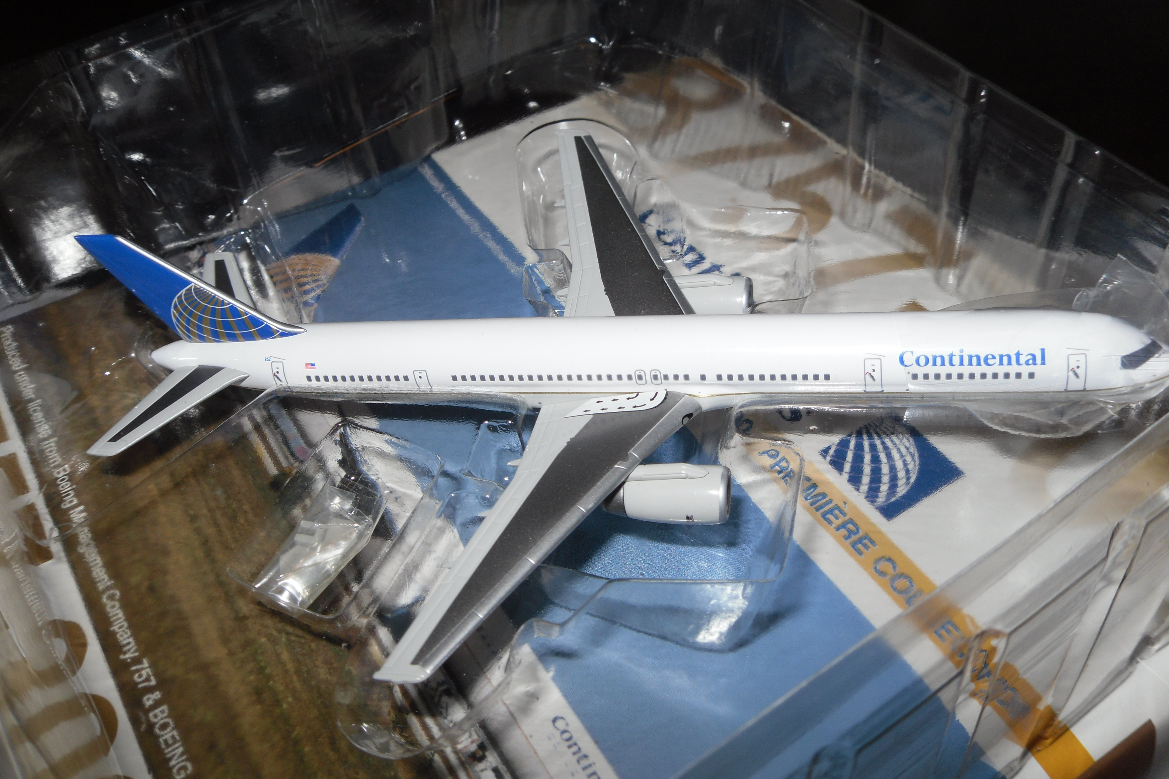 55453 B757-300 CONTINENTAL AIRLINES 1/400 SCALE