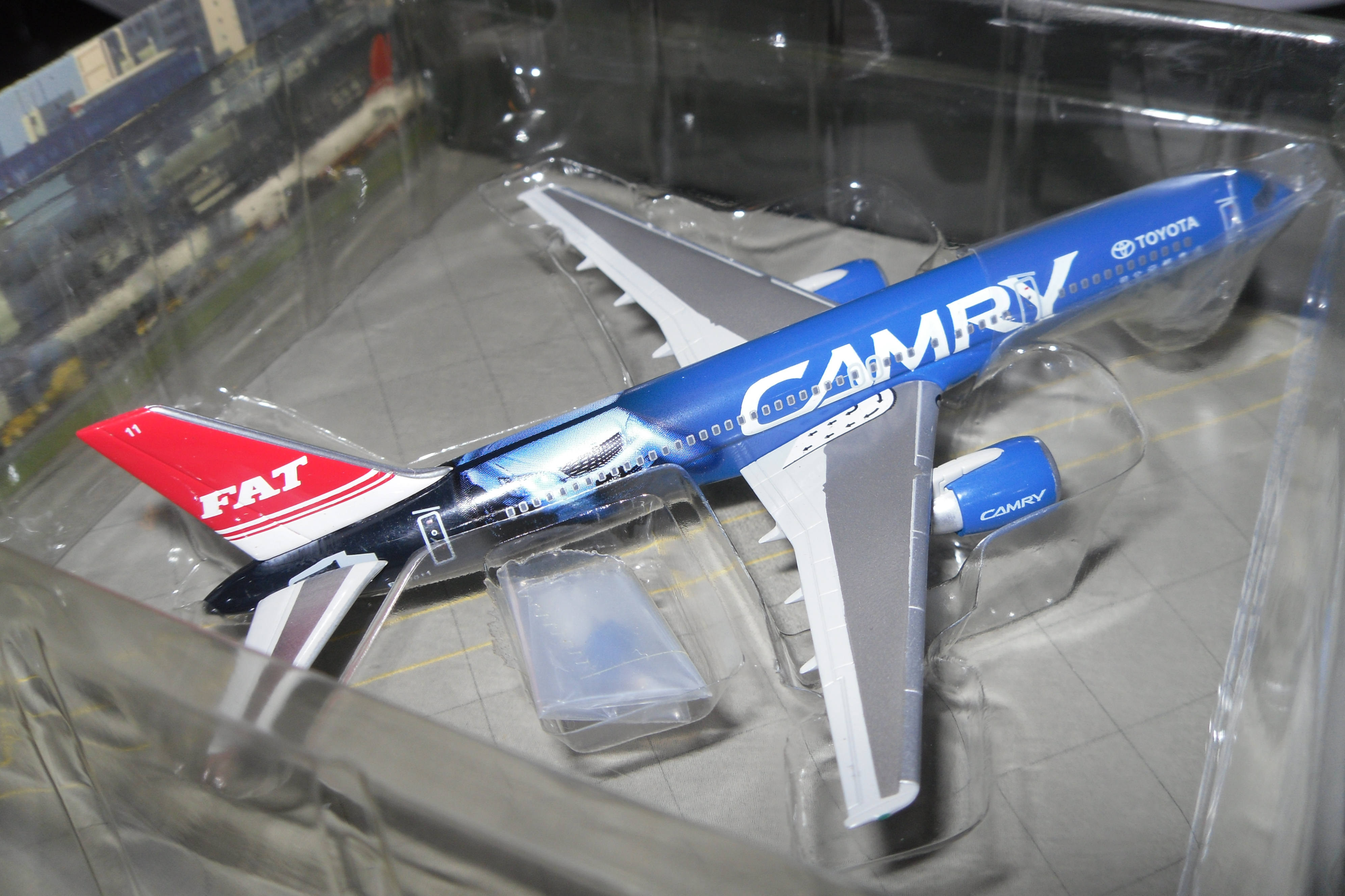 55482 Boeing 757 Toyota Camry Premiere Collection 1/400