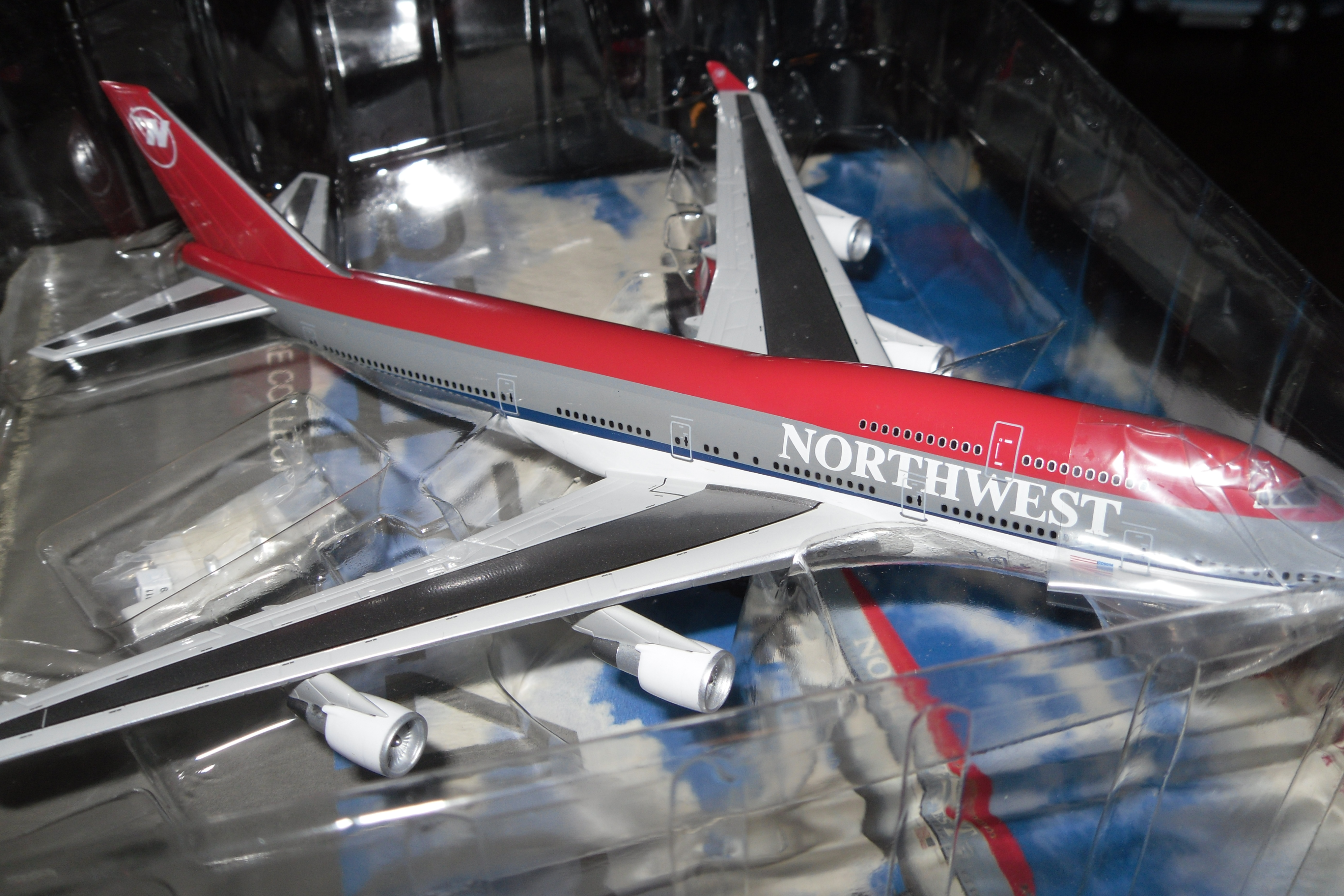 55470 B747-400 NorthWest Airlines 1/400 Scale
