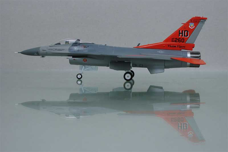 "WTW-72-010-036 F-16 VICTIM VIPER ""260"" 172 SCALE"