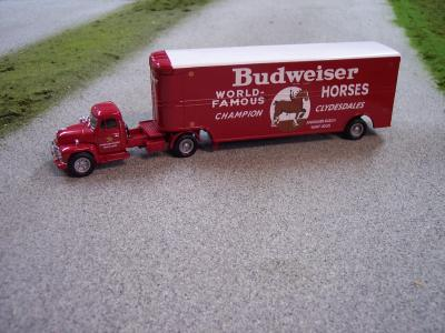 US 52909 Budweiser Truck 150 Scale